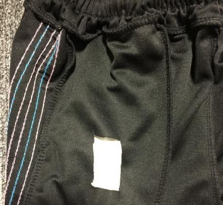 ポケットの布を共布にするためカットした写真